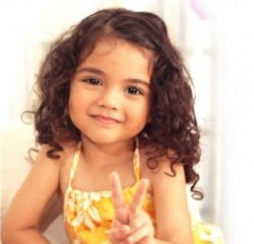 This lil girl reminds me of my friends daughter named jasmine!! She has this awesome curly hair.....and that dark gorgeous skin!