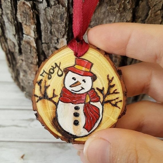 101 DIY Rustic Christmas Ornaments Ideas for Christmas Tree is part of Rustic christmas ornaments, Rustic christmas gifts, Christmas ornaments, Rustic christmas, Christmas decorations, Wood ornaments - Your rustic Christmas tree won't ever look much better! You're left with a superb decoration which also gives off an excellent and appealing aroma  The wooden decorations will surely look unique, nice and easy