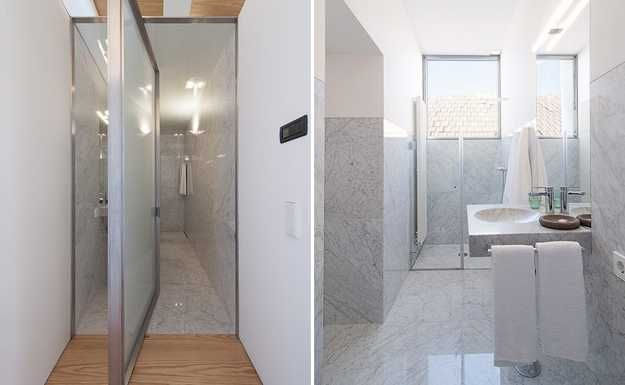 Small Bathroom Design With Rotating Glass Shower Door