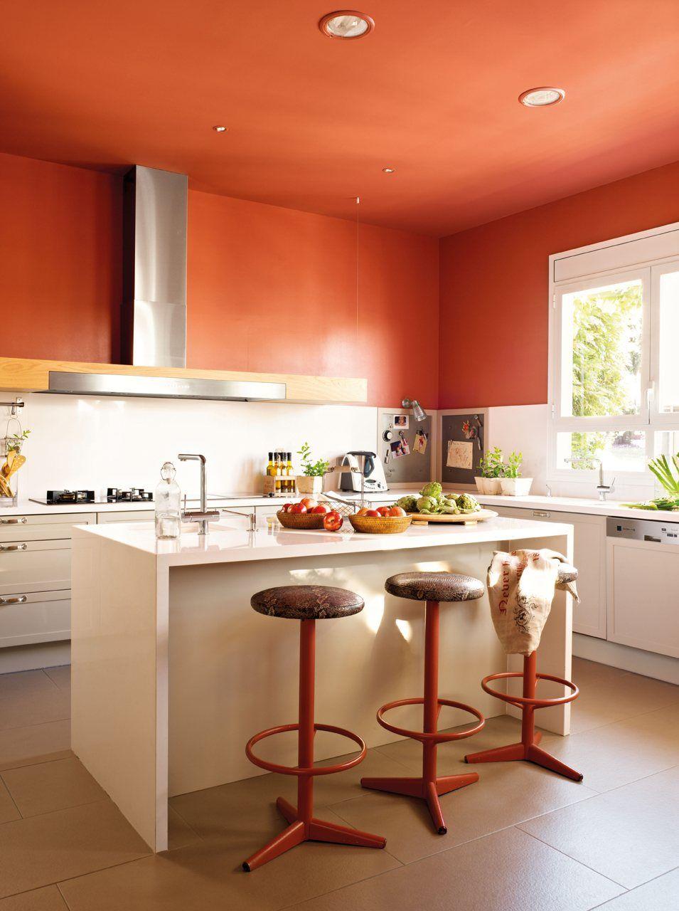 Ideas De Color De La Cocina Con Muebles Blancos - Cocina con isla en blanco y rojo con muebles de eilin y encimera de silestone color balancekitchen colorskitchen ideasorange