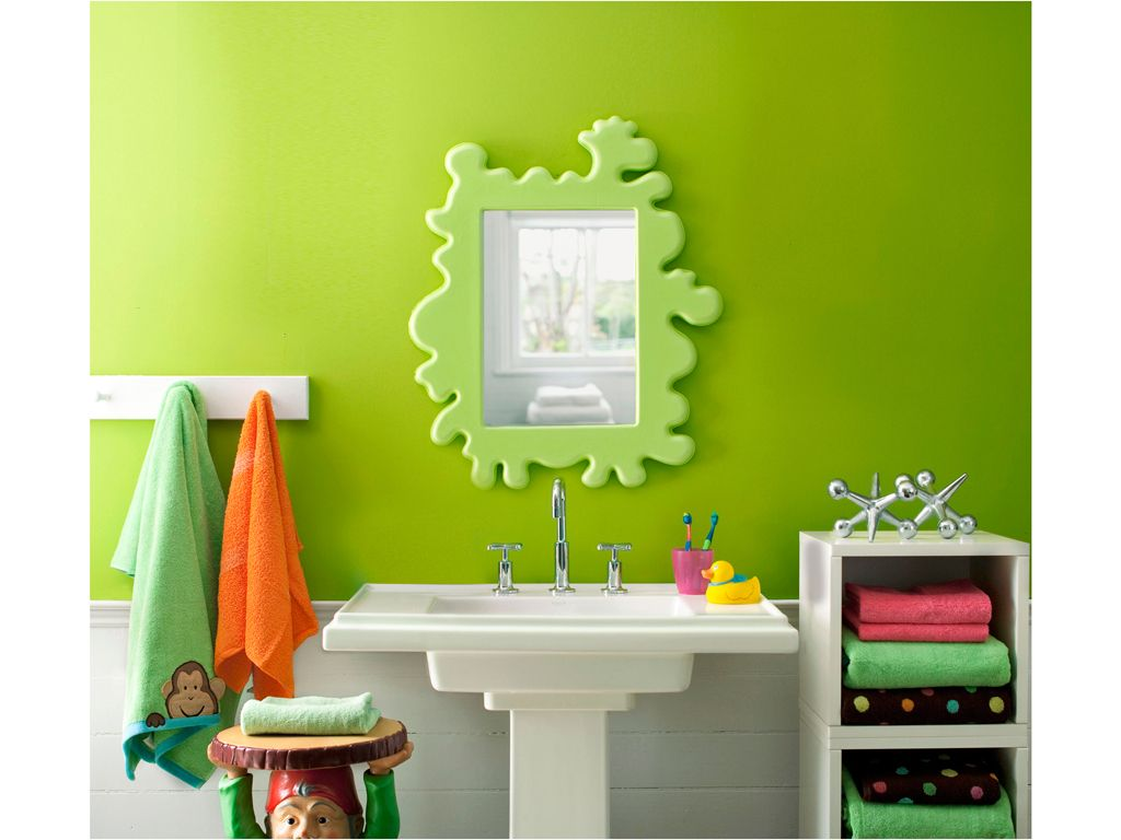 bathroom decoration with greenery, pantone of the year 2017
