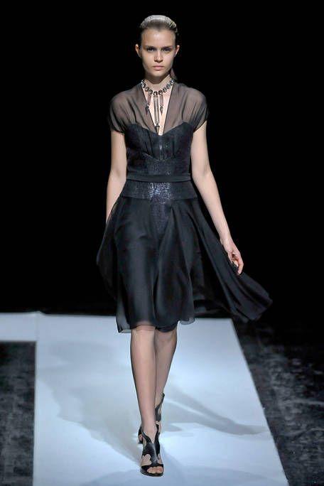 Maxime Simoens Fall 2011 Couture Runway - Maxime Simoens Haute Couture Collection - ELLE