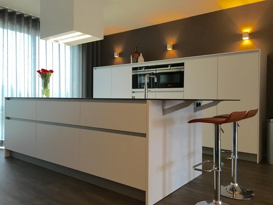 Greeploze Design Keukens : Referentie wildhagen moderne greeploze keuken kookeiland met
