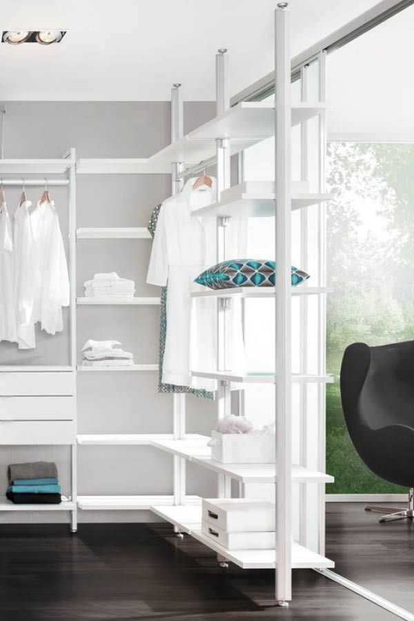 regalsystem f r ankleidezimmer ideal f r den begehbaren kleiderschrank regalsysteme. Black Bedroom Furniture Sets. Home Design Ideas