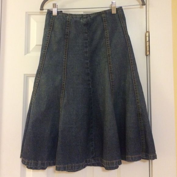 """Michael Kors denim jean trumpet skirt. Michael Kors denim Jean trumpet skirt. Excellent condition. Worn only a few times. The tag says petite but I'm 5'6"""" and it's perfect. Michael Kors Skirts A-Line or Full"""