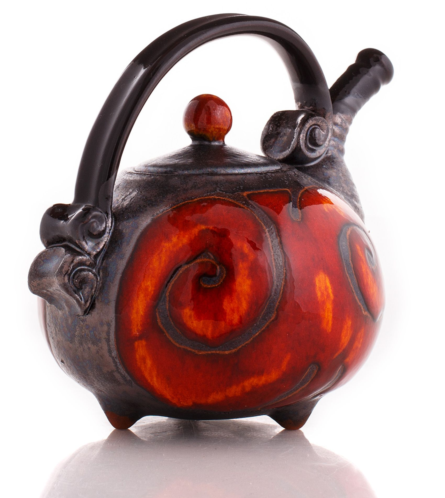 This charming mini teapot (19 oz ) is great for two. Its bold colors and strong contrast add a dramatic touch to every occasion.