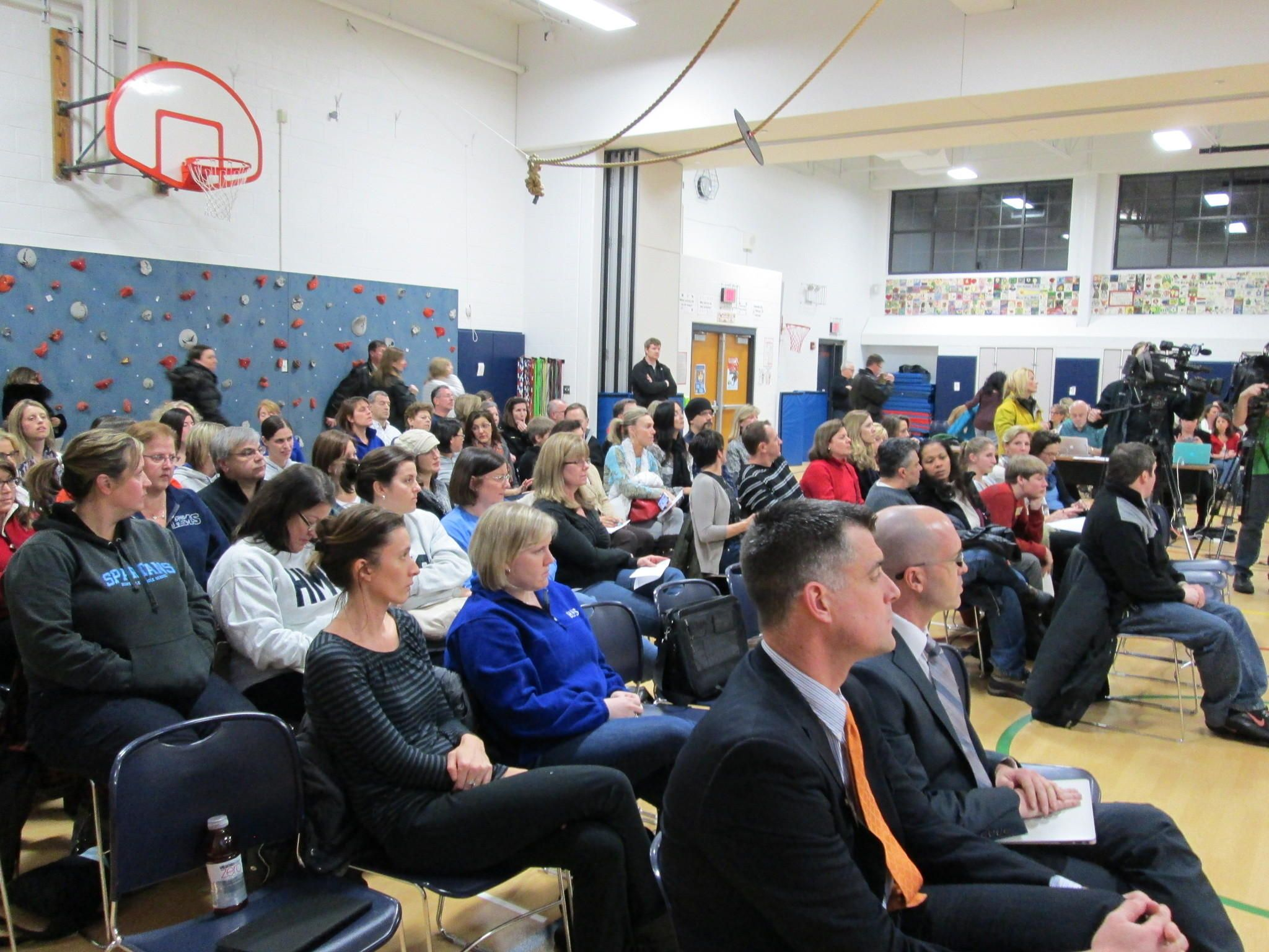 Parents frustrated as mold closes Hinsdale Middle School
