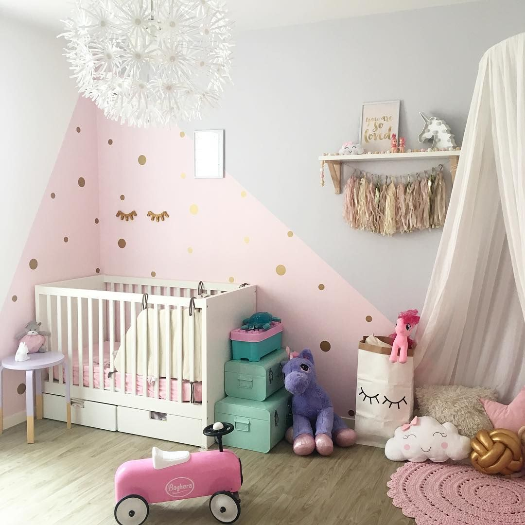 Natalie 39 s room bed in corner d co chambre b b chambre - Idee chambre bebe fille ...