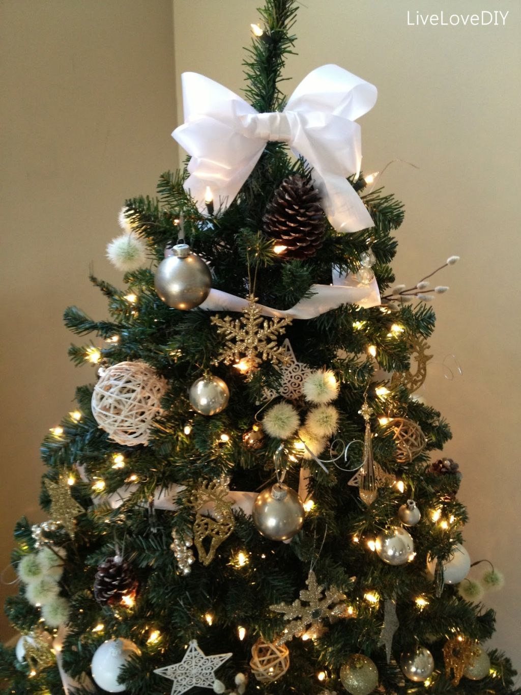 White christmas tree ball ornaments - Decorations Interior White Diy Christmas Tree Decorations Ideas With White Fabric Ribbon And Charming Christmas Balls