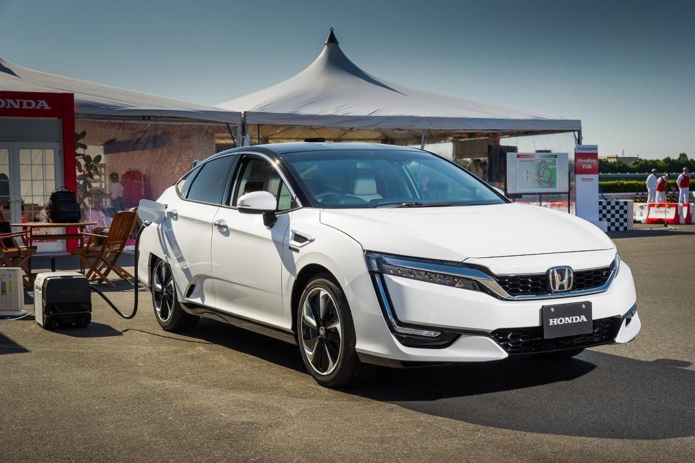 Honda Clarity FCV hydrogen car refuelling Hydrogen car