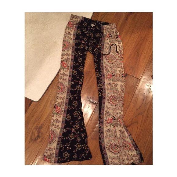 Billabong flowy pants Black, grey and cream multi floral print. Drawstring enclosure. Elastic waist band. Bell bottoms Billabong Pants Wide Leg