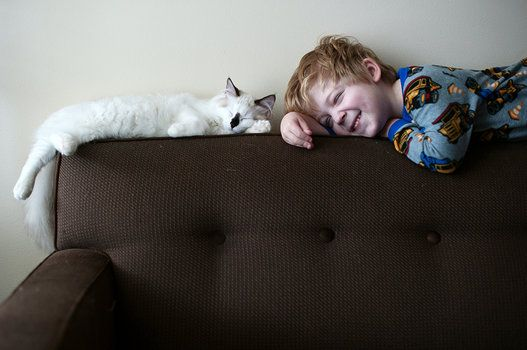 Mom Takes Adorable Photos Of Her Sons Growing Up With Their Cats