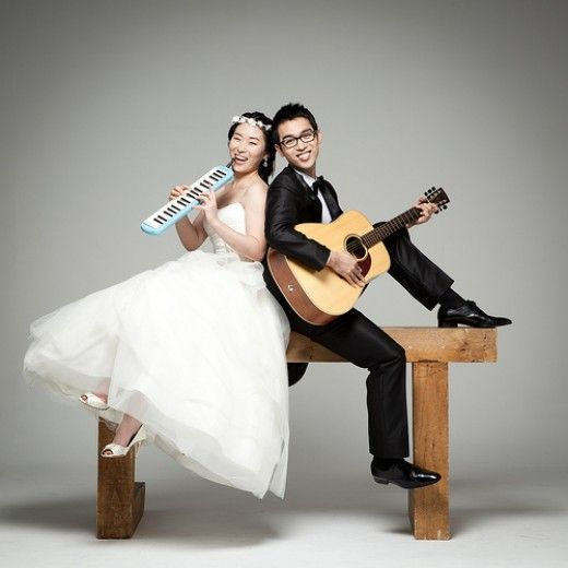 Wedding Photo Poses - Fun and Outside the Box