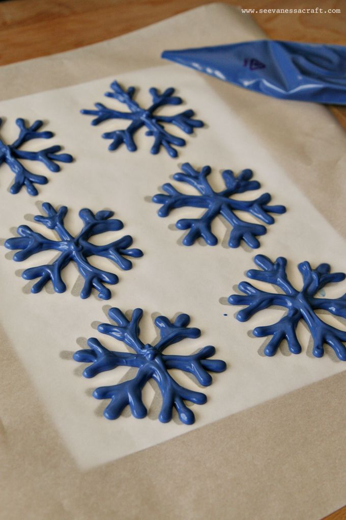 (edible craft) chocolate snowflake cupcake toppers ...