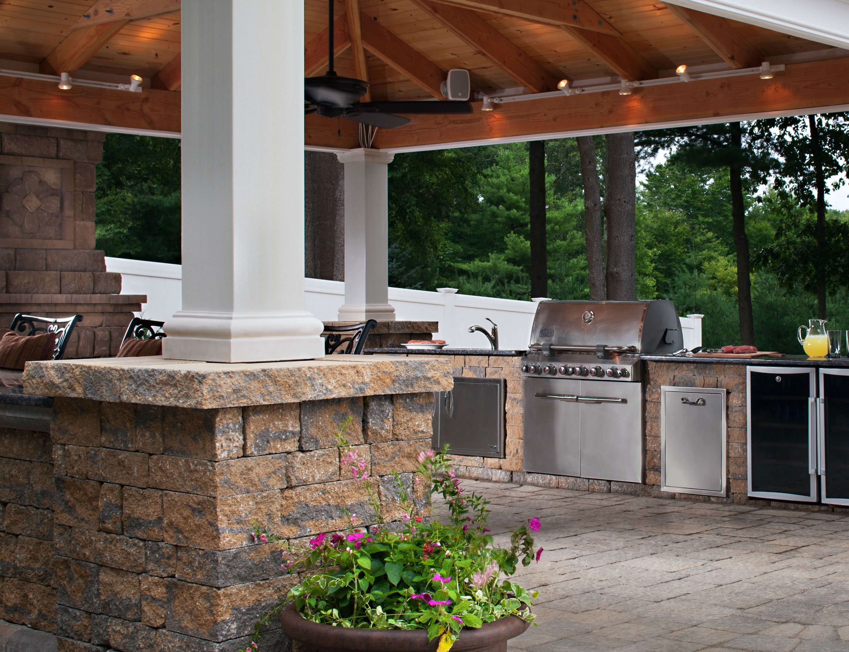 9 Hot Outdoor Kitchen Trends That Make Backyard Living Easy Extraordinary Outdoor Kitchens And Patios Designs Design Decoration