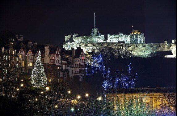 Edinburgh Castle In Scotland Christmastime In 2020 Big Christmas Tree Cool Christmas Trees Christmas Scenery