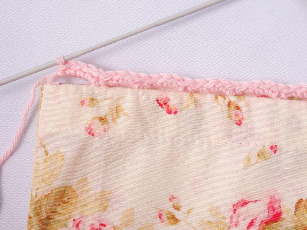 Heidi Bears: Super Easy Pillow Case with Crocheted Edging Como preparar o tecido para a beira de crochet ;)