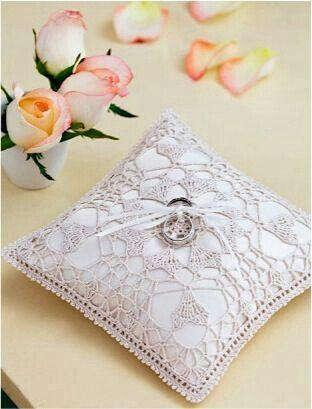 Crochet ring pillow | Wedding ideas | Pinterest | Ringkissen und Häkeln