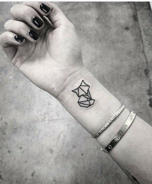 my future tatoo tattoo inspiration pinterest renard tatouages et dessin. Black Bedroom Furniture Sets. Home Design Ideas