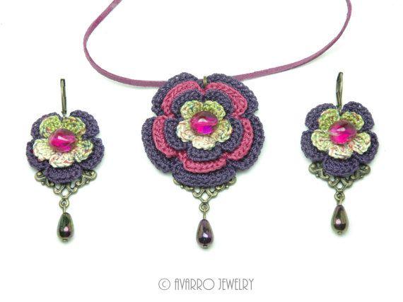Collar floral, pendientes de flores, morado verde rosa collar y pendientes, conjunto de joyería moldeada, joyería de hilo de ganchillo