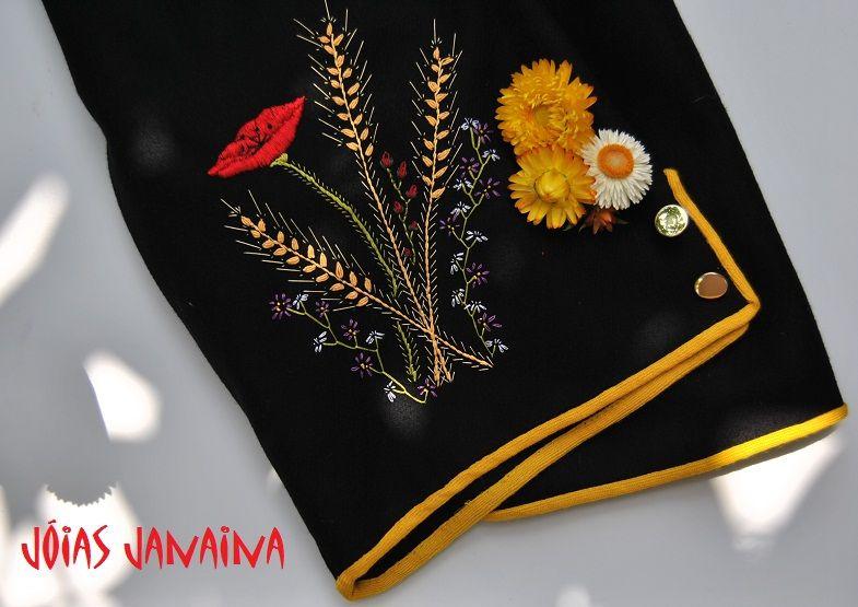 Traje de mago. Pantalón de la vestimenta típica canaria, Pantalones bordados con motivos florales. #bordado #canario www,joiasjanaina.blogspot.com