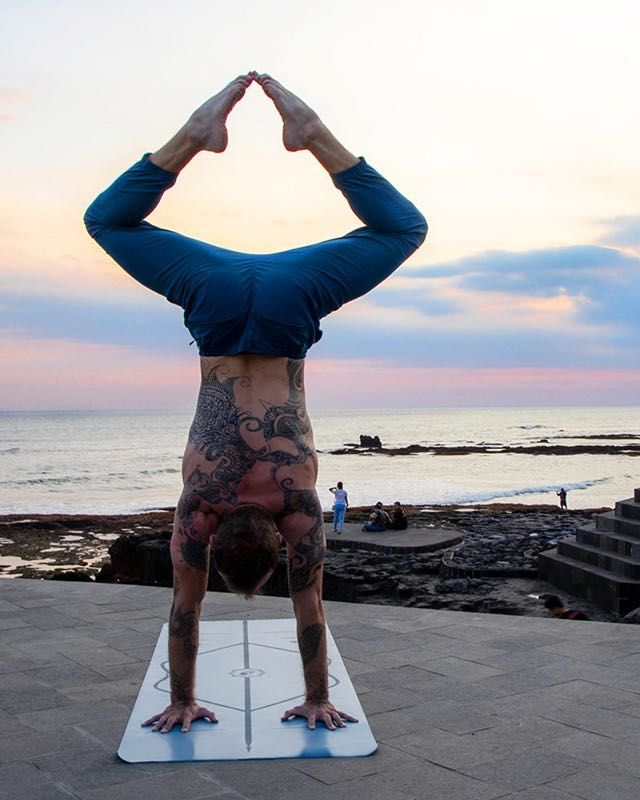 15 Best Eco-Friendly Yoga Mats / Non-Toxic Yoga Mats - Cluburb #corkyogamat