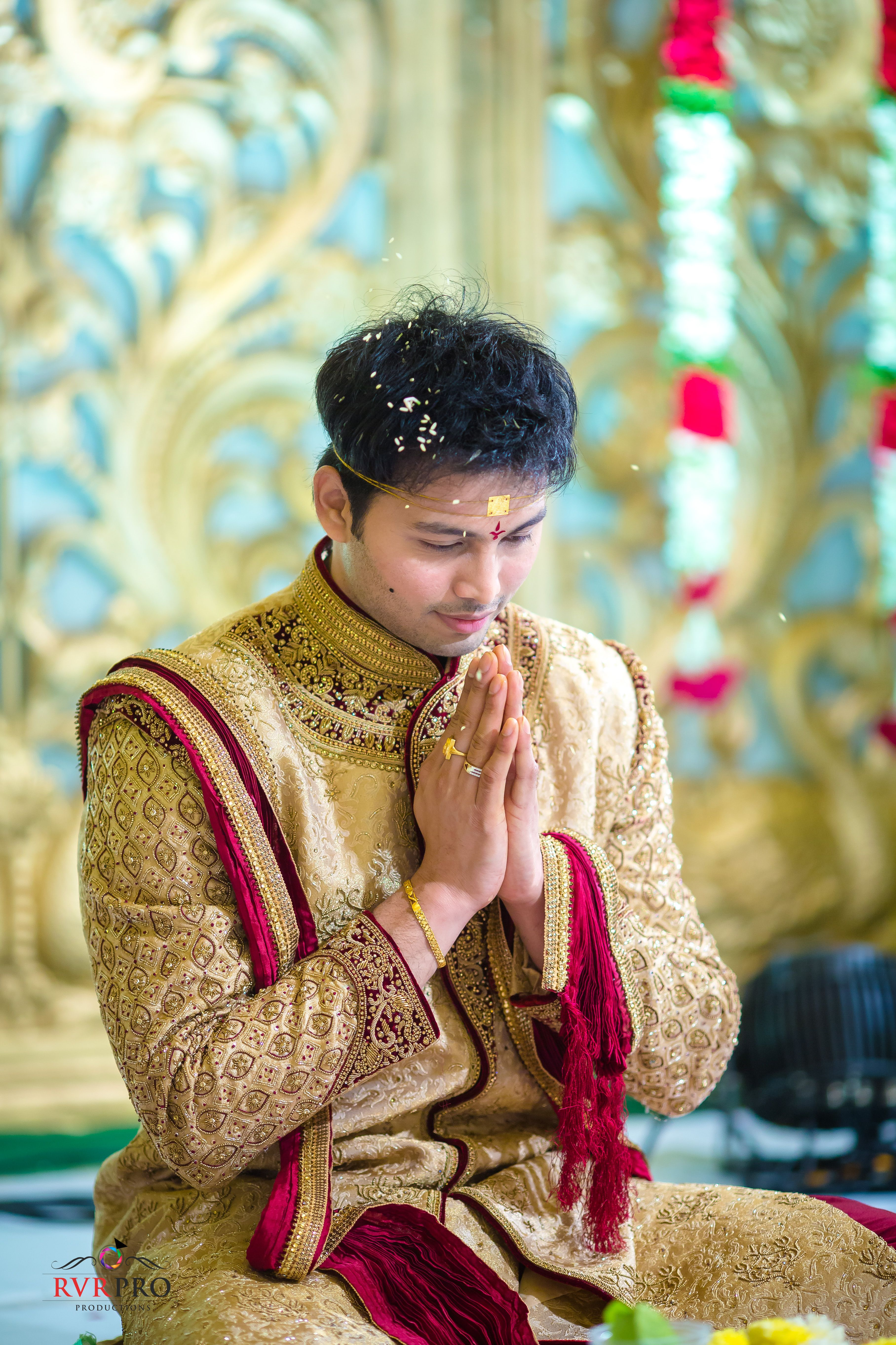 A Bright Telugu Wedding In Vijayawada With A Traditional Flavour Marriage Dress For Men Men Fashion Casual Outfits Indian Men Fashion