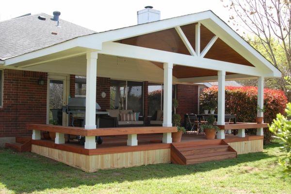 Gemütliches Haus Mit überdachter Terrasse   Weiße Säule
