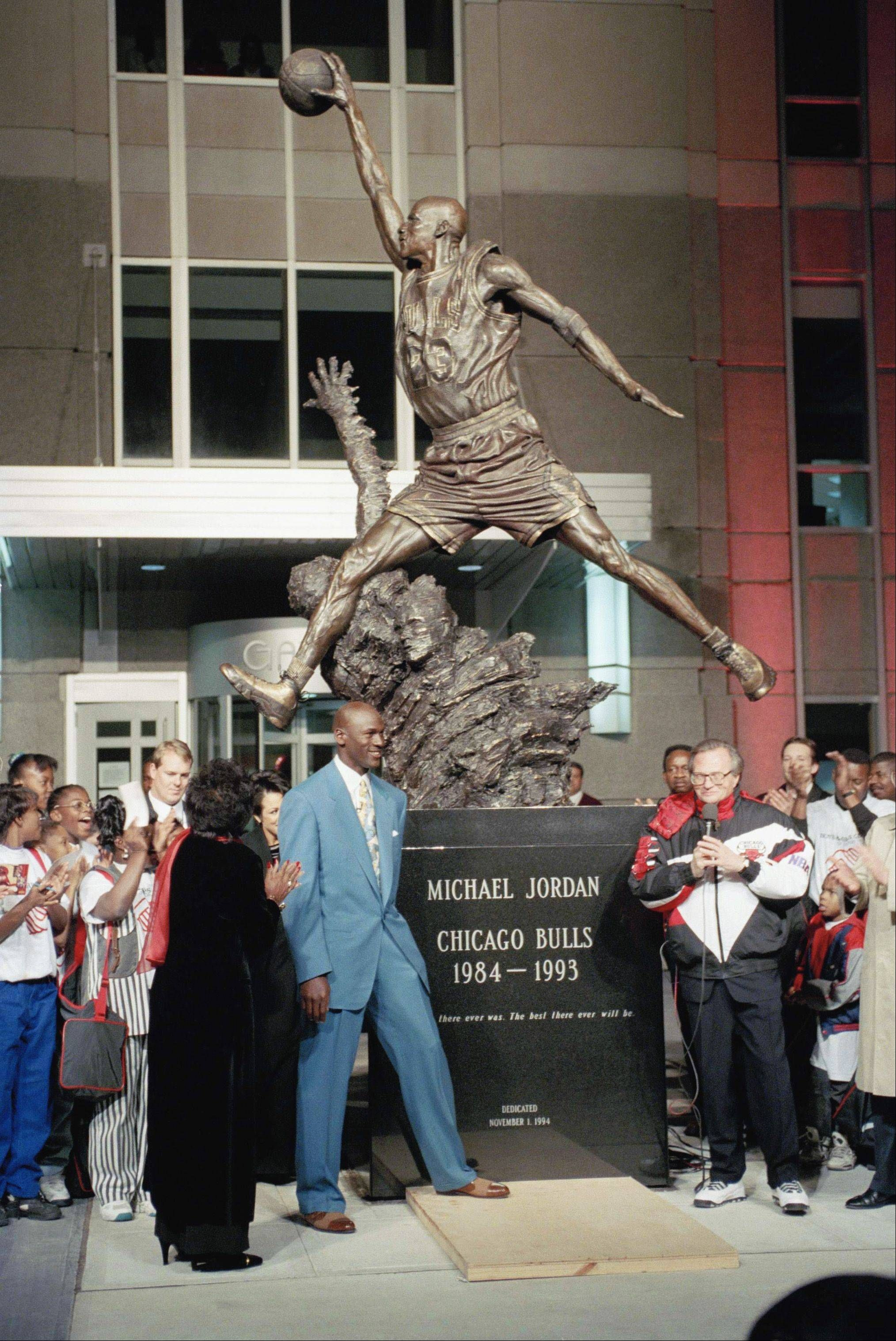 ef9f34d12d463a Michael Jordan and his mother Deloris Jordan at the unveiling of his statue  at the United Center.