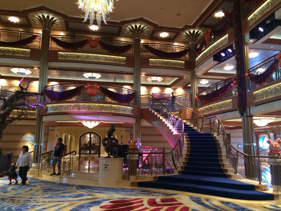 Disney dream cruise liner