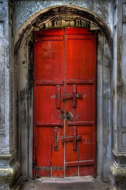 Front Door Decoration With Red Colors 22 House Exterior Design Ideas Doors Old Doors Red Door