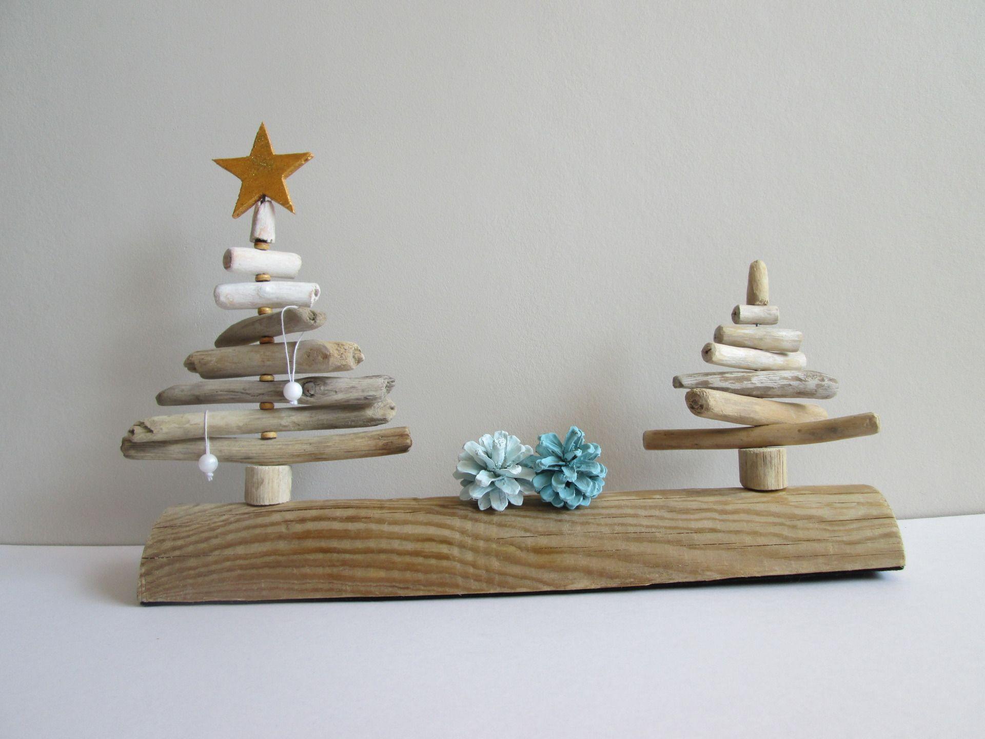 duo de sapins en bois flott et pommes de pin accessoires de maison par maskott no l. Black Bedroom Furniture Sets. Home Design Ideas