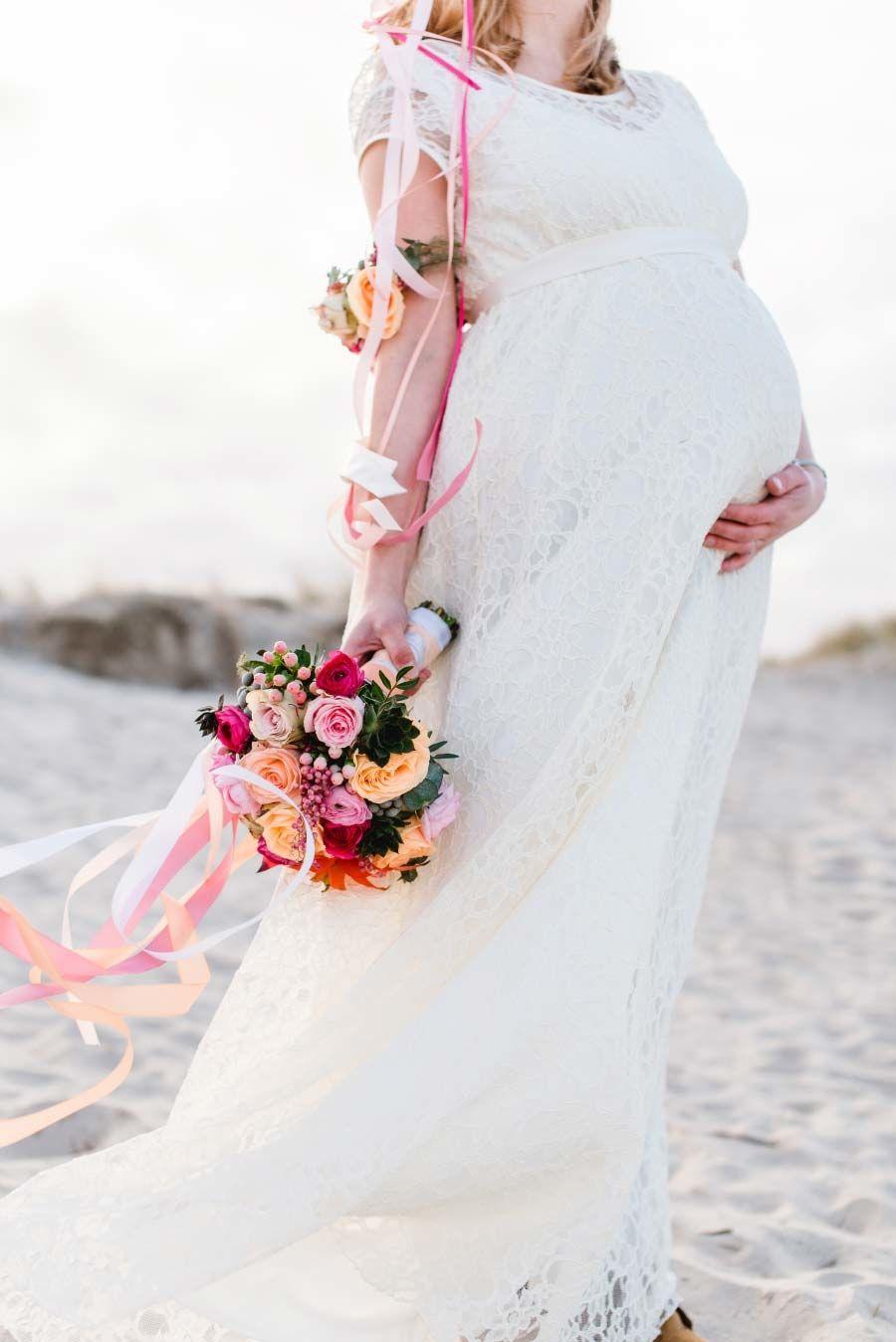 Brautstrauß in den Farben Pfirsich, Rot und zartem Gold <3 Foto ...