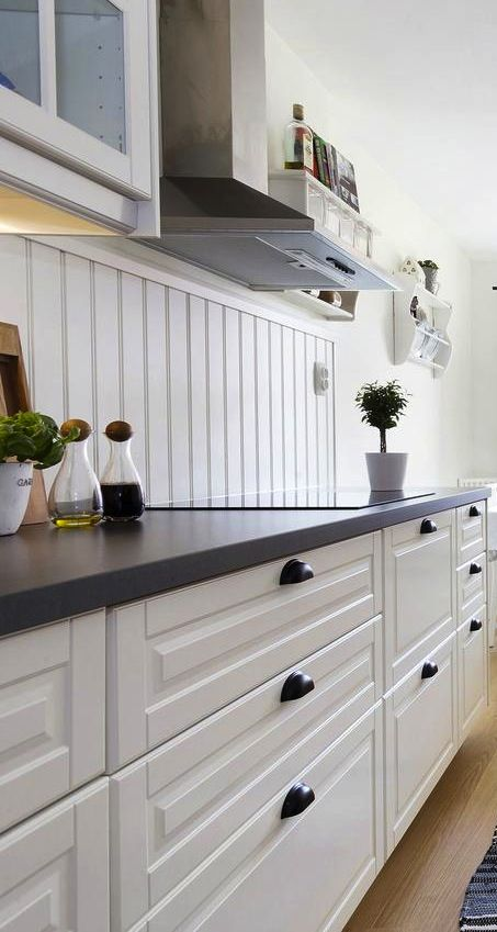 great sweden ikea bodbyn offwhite kitchen with plan de travail quartz ikea. Black Bedroom Furniture Sets. Home Design Ideas