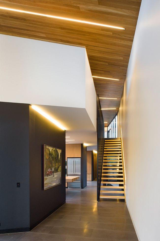 Gerade Treppe Beleuchtung Schwarze Geländer