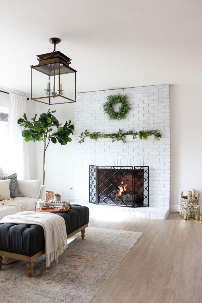 déco salon cocooning avec cheminée à manteau habillée de briques blanches qui occupe une pla ...