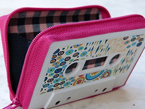 Monedero handmade hecho con cinta de casette