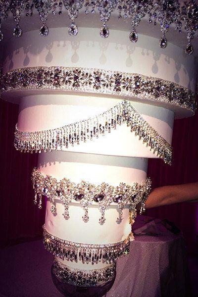 kaley cuoco wedding cake