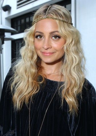 I Need To Find A Headband That Actually Looks Good On Me Disco Hair Nicole Richie Hair 70s Hair