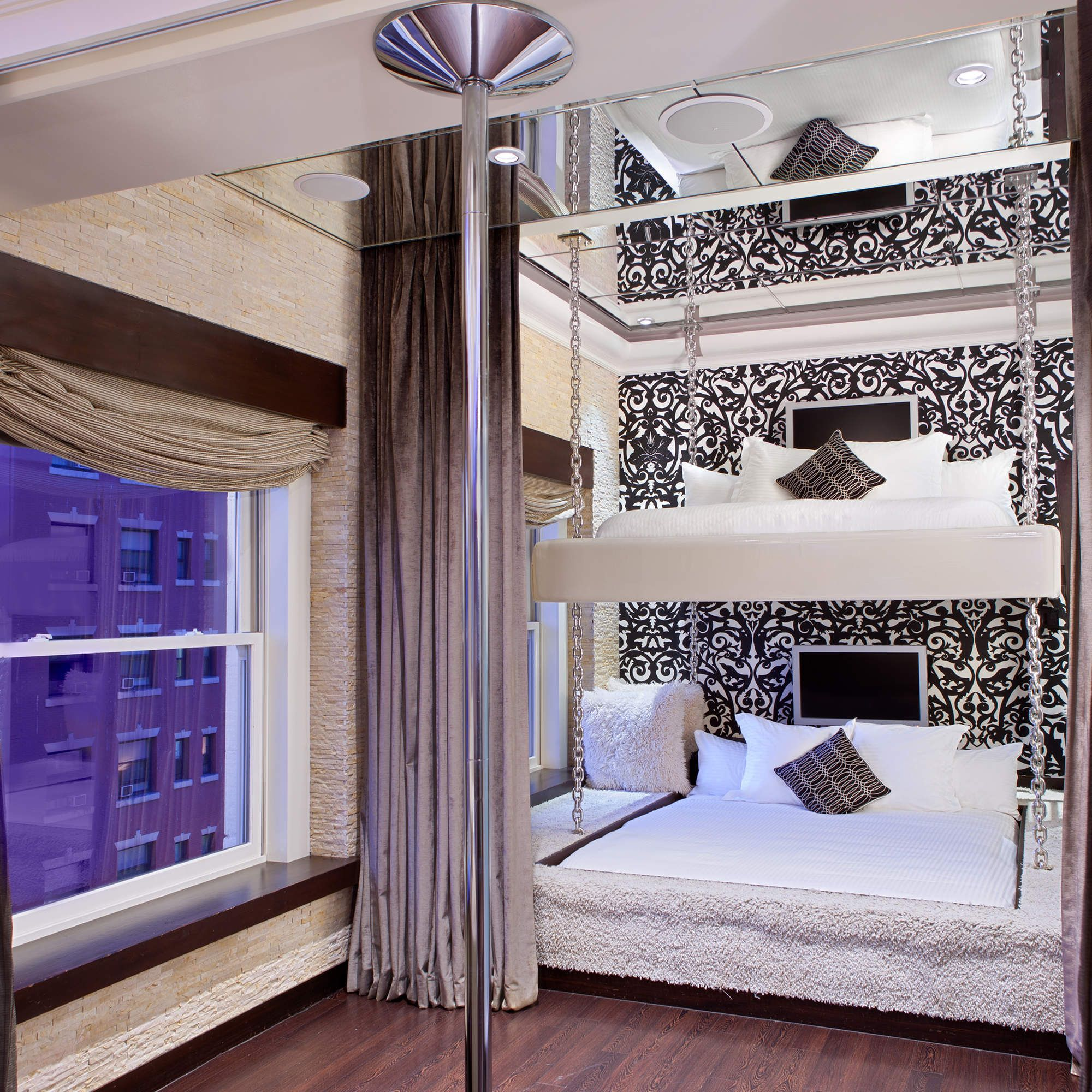 8 Of America S Kinkiest Hotel Rooms King Size Bunk Bed Themed Hotel Rooms Hotels Room