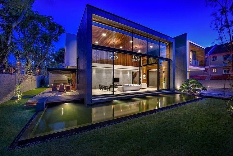 Diseño de casa moderna construida en terreno grande, estructura