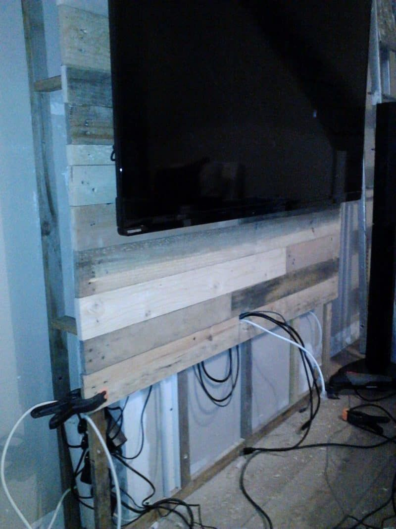 medium resolution of mur en bois de palettes entertainment center wall entertainment center wall from pallets the idea is to hang the tv and hide the wires behind the wall