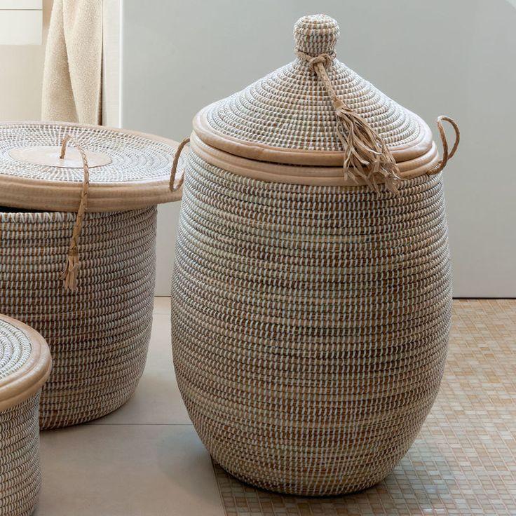 Traditionell Handgearbeitete Schilfkörbe Aus Afrika Mit