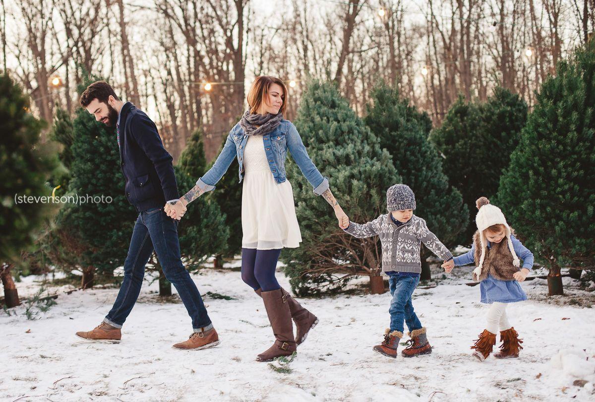6721cb5c7 Christmas family photo idea. winter family photo ideas. Christmas ...
