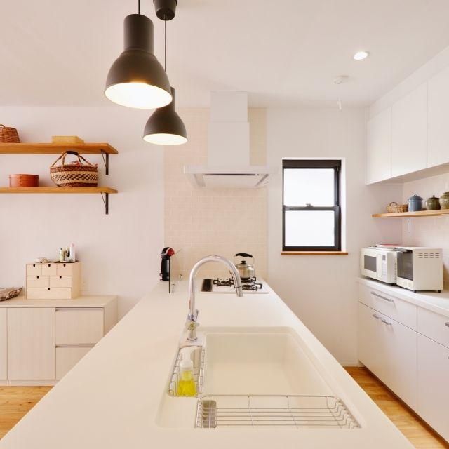 キッチン パナソニックキッチン 無印良品 たな棚 無垢材の床 などの