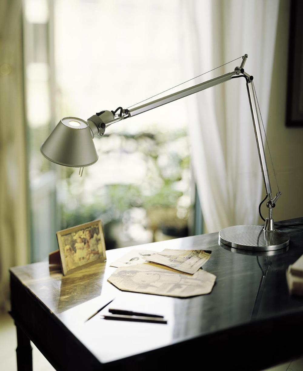 Tolomeo Tavolo Artemide Prediger In 2020 Lampentisch Led Tischleuchte Und Led Schreibtischleuchte