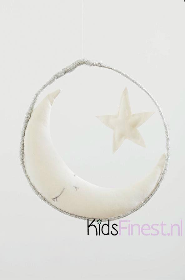 www.kidsfinest.nl Een prachtige, unieke en handgemaakte mobile van het Franse merk Boramiri. #maan #mobile #babykamer #inderkamer #kraamkado #pure #ster #star #sleepingmoon #baby #organic #boramiri #twinkletwinklelittlestar