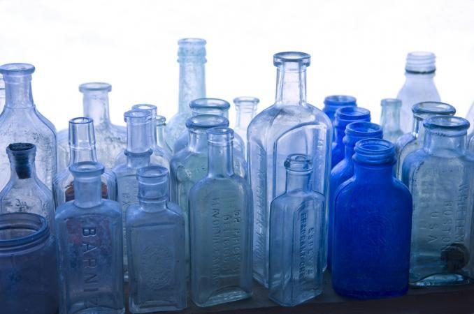 Tips For Determining The Value Of Old Bottles Antique Glass Bottles Antique Medicine Bottles Old Glass Bottles