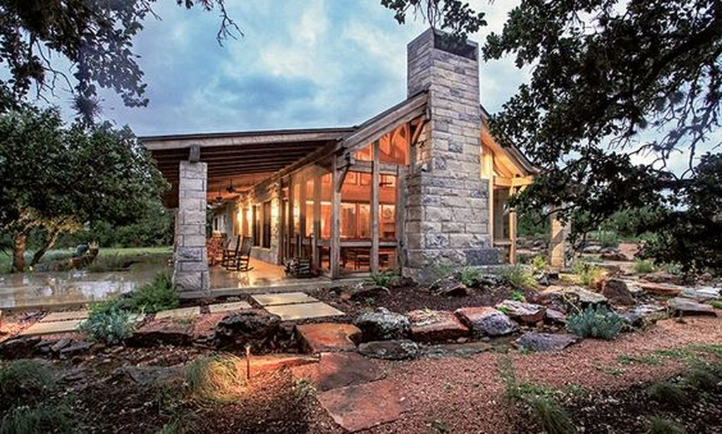 20+ Modern Texas Ranch Style Home Design | Timber house ...