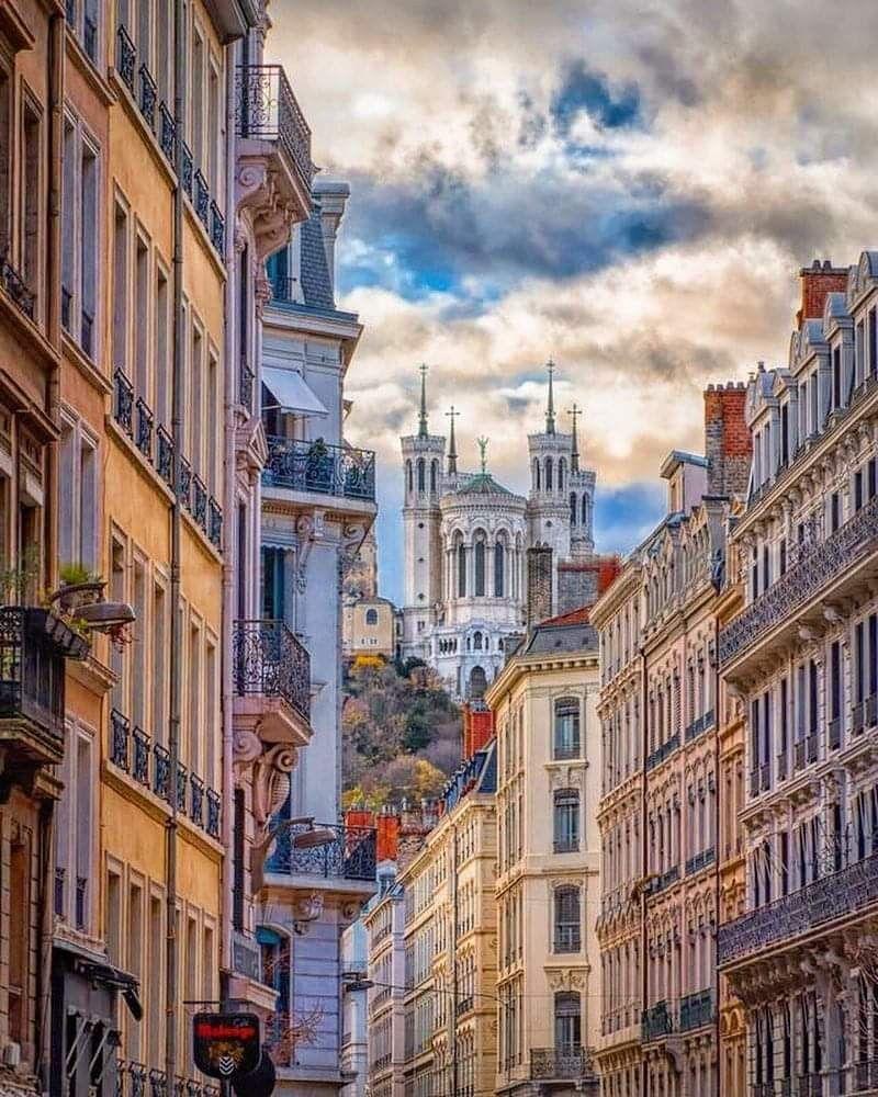 Epingle Par Debbie E Sur Coeur De Lyon Yoga Lyon Ville De Lyon Yoga Toulouse